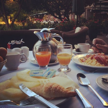 Hotel The Cliff Bay: our general breakfast table.. I miss it so much! The rose garden.