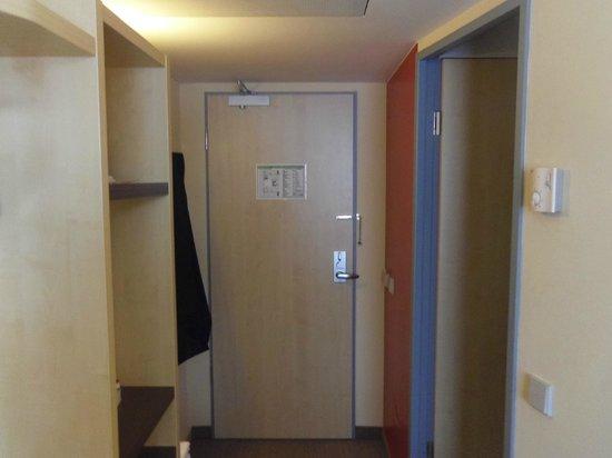 Holiday Inn Express Berlin City Centre: Ingresso