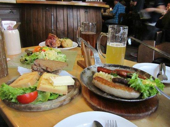 Vetter's Alt Heidelberger Brauhaus: Bier, Käse und Würste