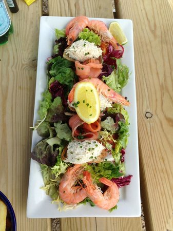 Le Braye : Salmon, Crab & King Prawn salad