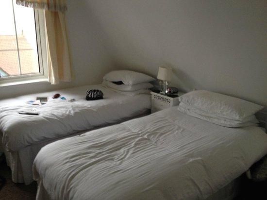 Chellowdene: Twin Beds