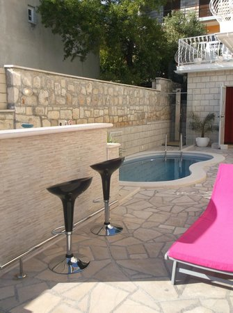 Youth Hostel Villa Marija: The little pool for cooling off