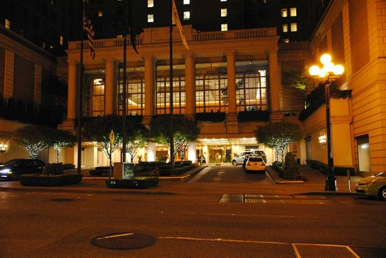 The Fairmont Olympic Seattle: Hotel at Night