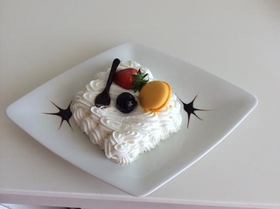 Rixos Hotel Libertas: birthday cake