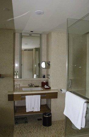 InterContinental Asiana Saigon: The Bathroom