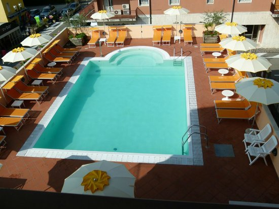 Bologna : view of the pool from the 3rd floor