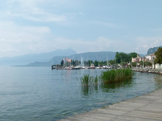Bologna: walk into town along the lake front