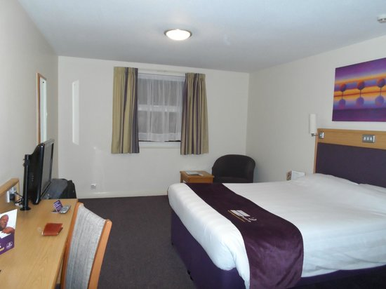 Premier Inn London Gatwick Airport (A23 Airport Way) Hotel : Very clean & spacious room