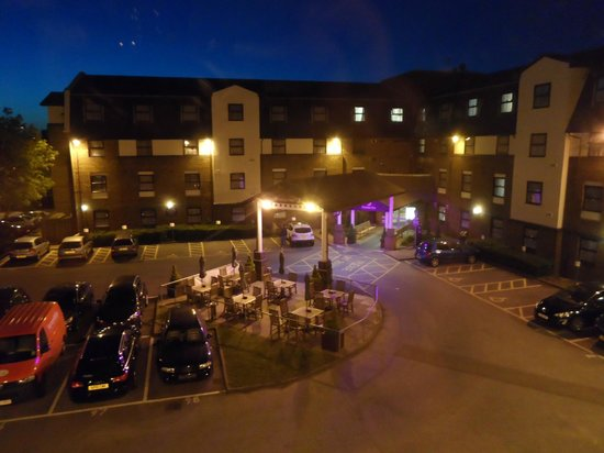 Premier Inn London Gatwick Airport (A23 Airport Way) Hotel : Car Park; Seating Area & Reception Entrance