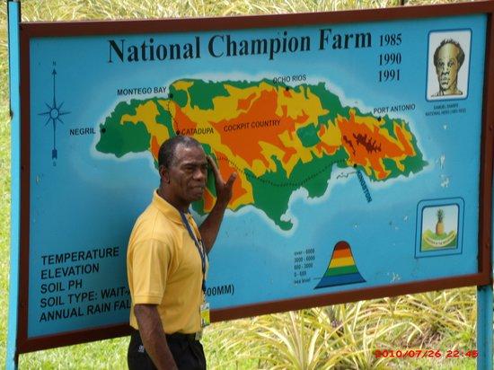 Croydon Plantation: Winston giving us an orientation