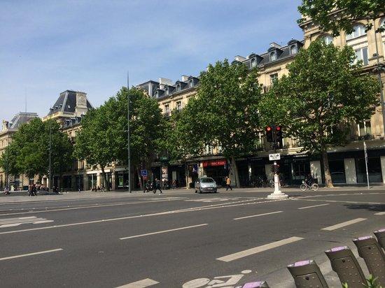 Crowne Plaza Paris Republique : Crowne Plaza Rèpublique - From the front