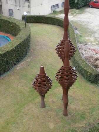Albornoz Palace Hotel: Garden Sculptures