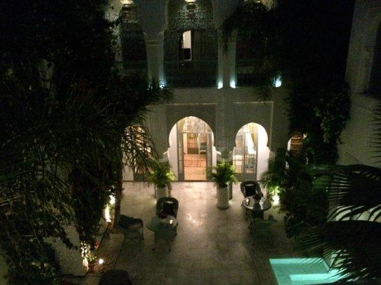 Riad Idra: Vue du patio le soir depuis notre chambre