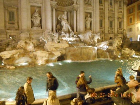 Trevi Fountain: fontana de trevi