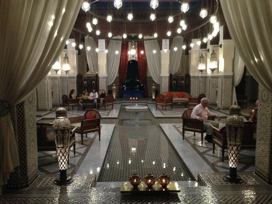 Royal Mansour Marrakech : Foyer with people taking drinks