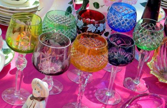 Tiergarten S-Bahn Flea Market: glass