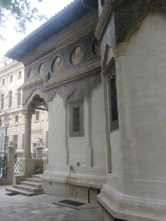 Stavropoleos-Kirche (Biserica Stavrapoleos): Near the entrance