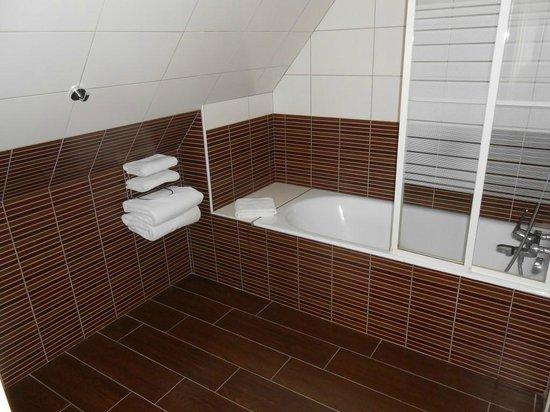Best Western Plus Celtique Hotel & Spa : Salle de bain fonctionnelle