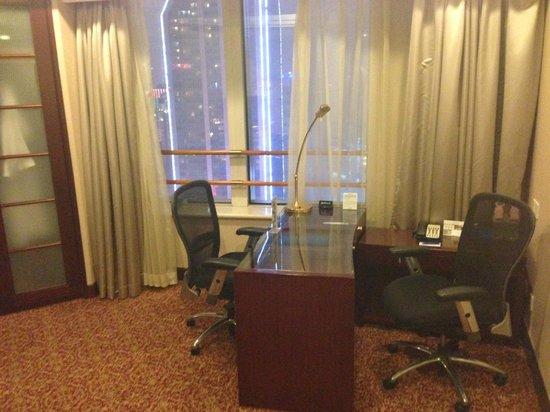 Radisson Blu Hotel Shanghai New World: Office Area