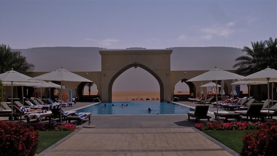 Tilal Liwa Hotel: Sun bathing in the desert