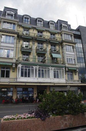 Hotel Splendid: HOTEL FRONT FROM LAKE SIDE