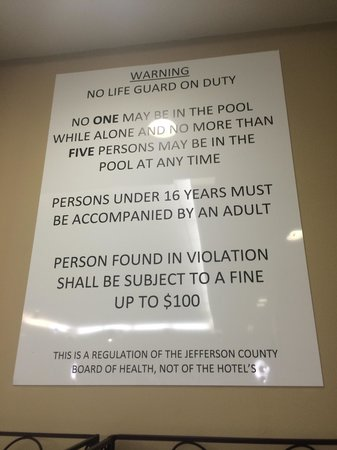 Hilton Garden Inn Louisville Northeast: Limit for pool is 5 people