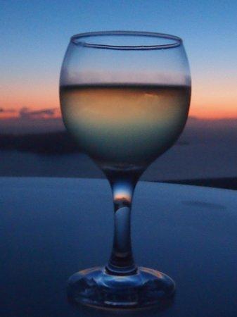 Iliovasilema Suites: Enjoying a sunset drink