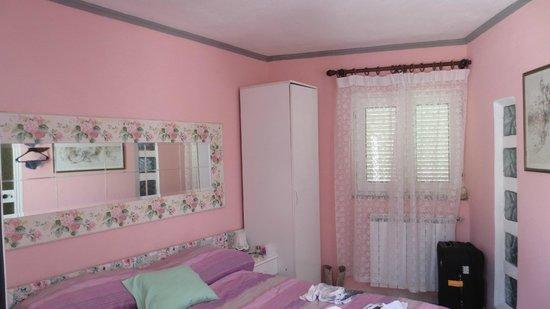 Hotel Ristorante La Rondinella Baia di Sorgeto: Zimmer