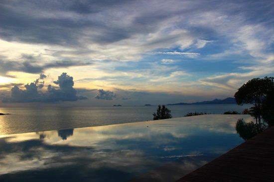 Six Senses Samui: Resort pool at sunset