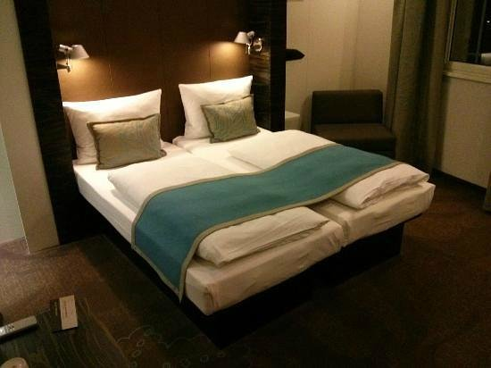 Motel One Edinburgh-Royal: Cozy and made for guaranteeing a comfortable nights sleep.
