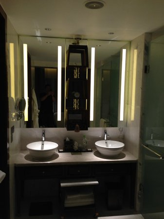 Park Hyatt Siem Reap: Bathroom