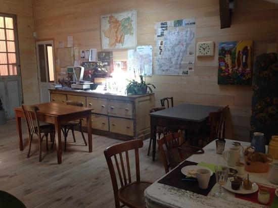 Le Clos de L'Abbaye: la salle du petit dejeuner