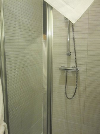 Le Boutique Hotel Moxa: The shower