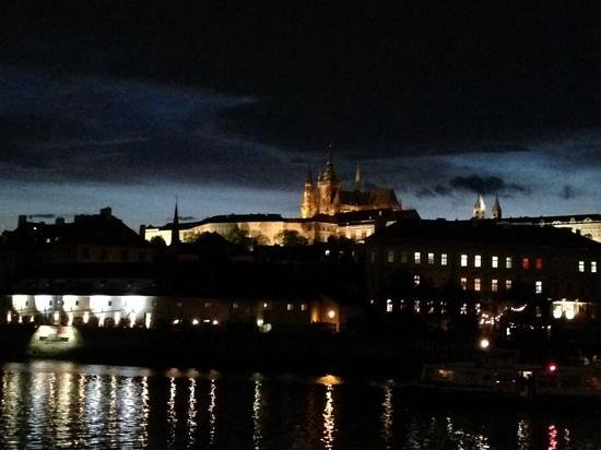 Prague Airport Transfers : from the dinner cruise