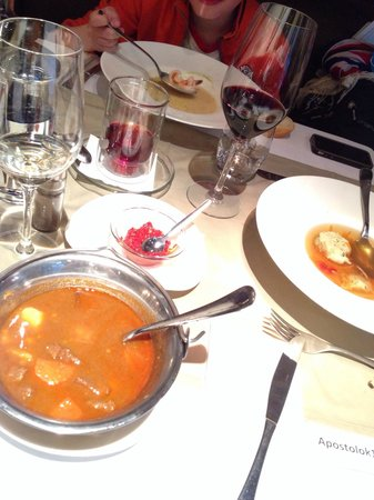 Apostolok: Супы очень вкусные:) Гуляш не острый, но подается маленькая чашечка с парикой-чили... Белый тома