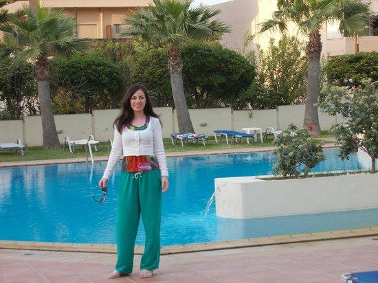 Santa Marina Beach Hotel: Swimming pool