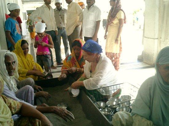 Harmandir Sahib: colaborando en la limpieza