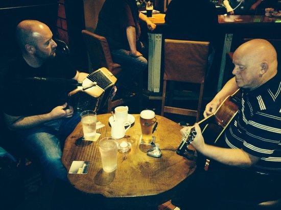 Pat Collins Bar & restaurant: Local music