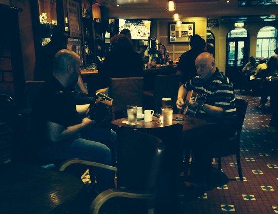 Pat Collins Bar & restaurant: Irish songs