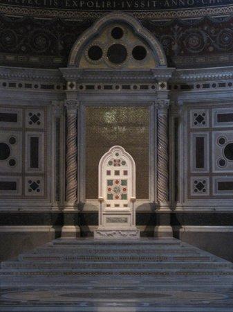 Arcibasilica di San Giovanni in Laterano: Basilica di San Giovanni in Laterano, Rom - April 2014 - 4