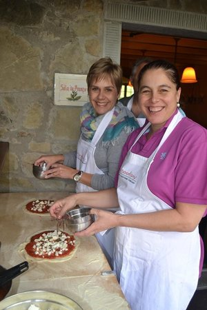 Torre del Tartufo Cooking Vacations Tuscany: Pizza making