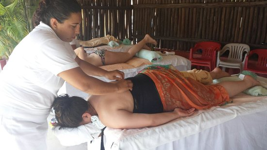 Mr Sanchos Beach Club Cozumel : Massage at Mr. Sanchos