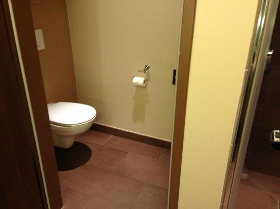 Falkensteiner Hotel & Spa Bad Leonfelden: getrennte Toilette