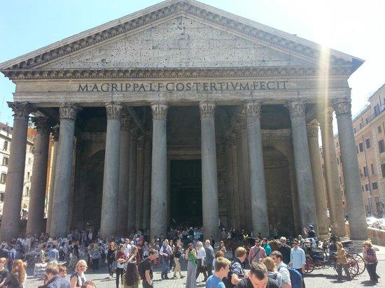 Panthéon : Outside the Pantheon
