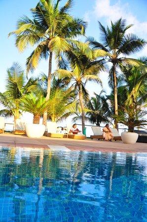 Novotel Mumbai Juhu Beach : view from pool !!
