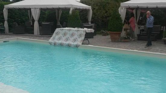 Antico Mulino: Bella piscina per l'estate