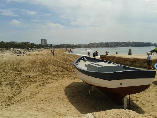 Playa de Llevante: View from the marina back to Salou