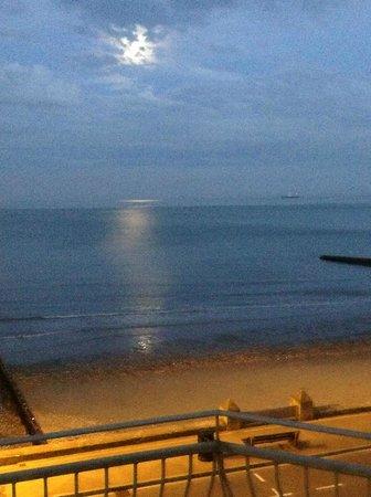 Shoreside Inn: Evening from the balcony