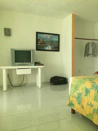 Solymar Cancun Beach Resort: La televisión, los muebles y en general es muy viejo