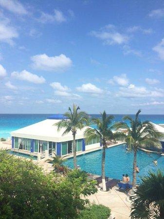 Solymar Cancun Beach Resort: Lo único bien que tiene es la vista al bello mar de Cancún
